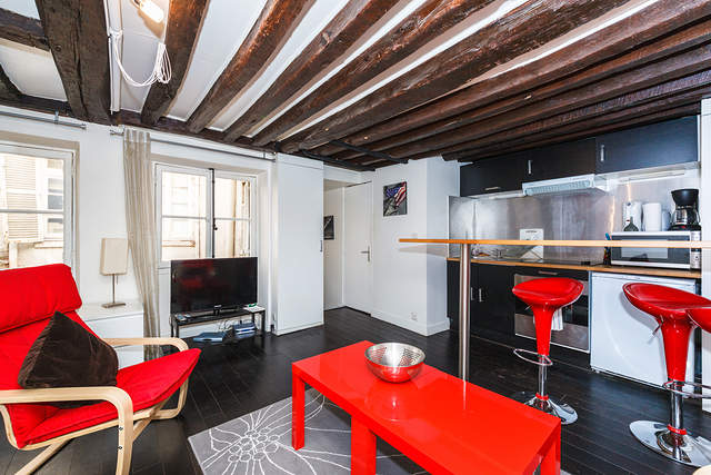 #3084 Comfortable studio for two people with real paris ceiling.
